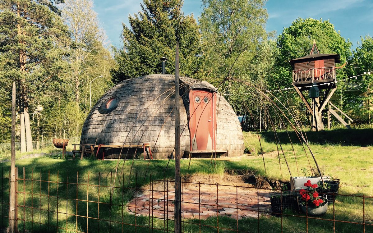 Round house in Uddebo. Here you can meet the builder and artist through Meet the Locals.