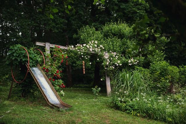 Rutschkana i vacker privat trädgård utanför Rävlanda. Träffa trädgårdsmästaren i sin egen trädgård. Med konceptet Meet the Locals