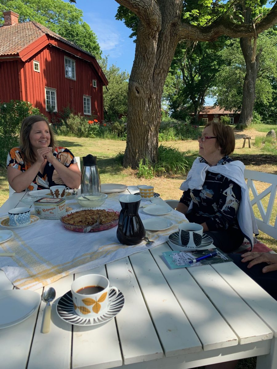 Swedish fika in the garden. In Ekebo, on the island of Kållandsö near Läckö Castle you can visit them on their organic farm with the concept Meet the Locals.