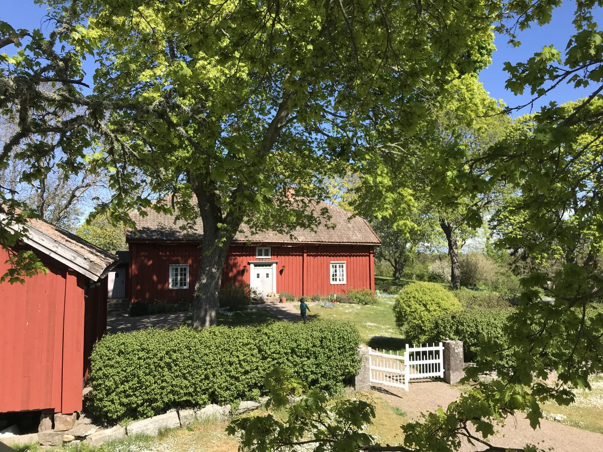Historical Swedish house from the 1700. In Ekebo, on the island of Kållandsö near Läckö Castle you can visit this house with the concept Meet the Locals.