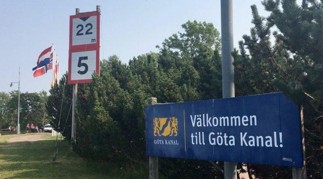 Skylt på Göta Kanal. Ta en tur med Local i Sjötorp genom Meet the Locals